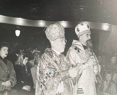 Metropolitan John and Archbishop Hennady in Chicago Cathedral 1959